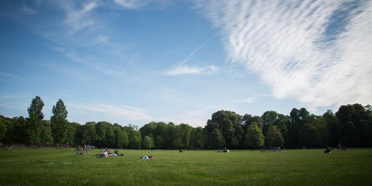 Grande Pelouse Dans L'Englischen Garten à Munich