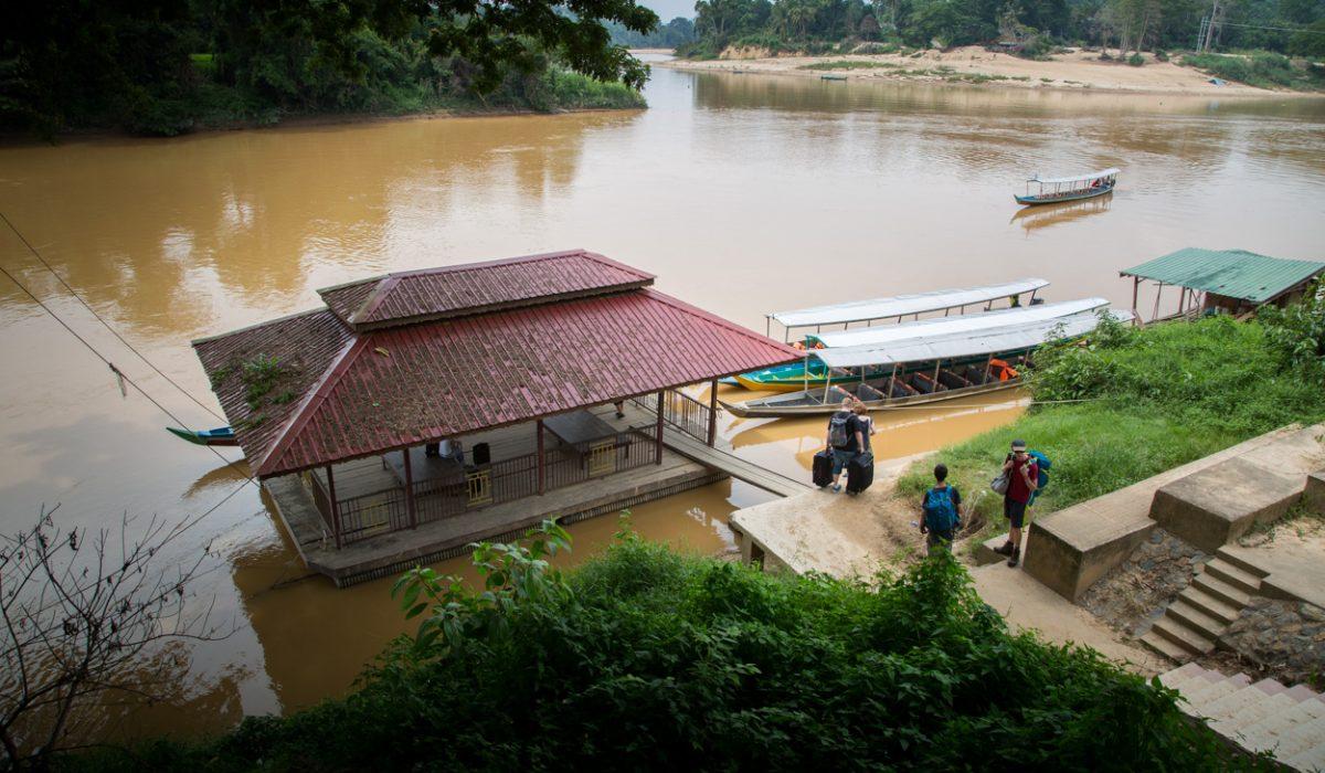Départ En Pirogue Pour Taman Negara