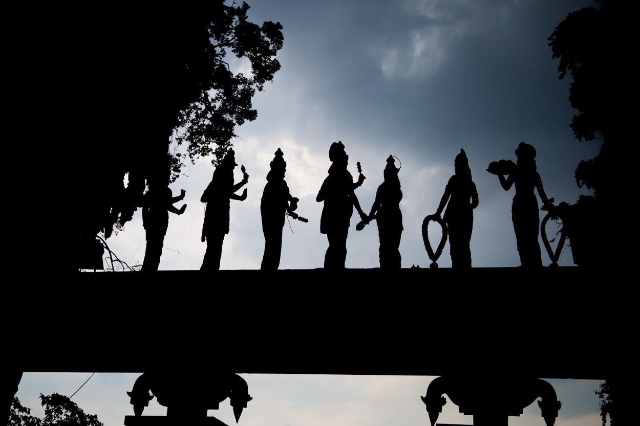 Statues à L'entrée Des Grottes De Batu à Kuala Lumpur