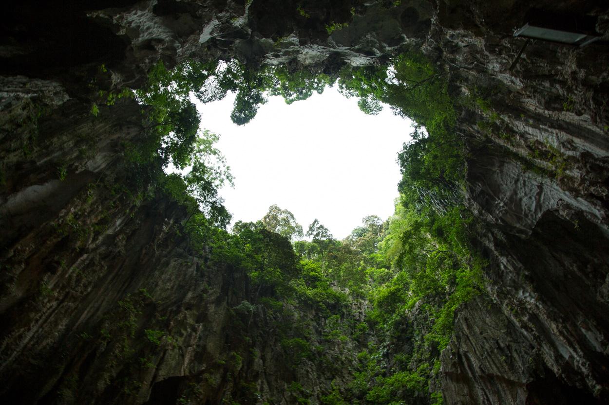 L'ouverture Béante à L'intérieur Des Grottes De Batu