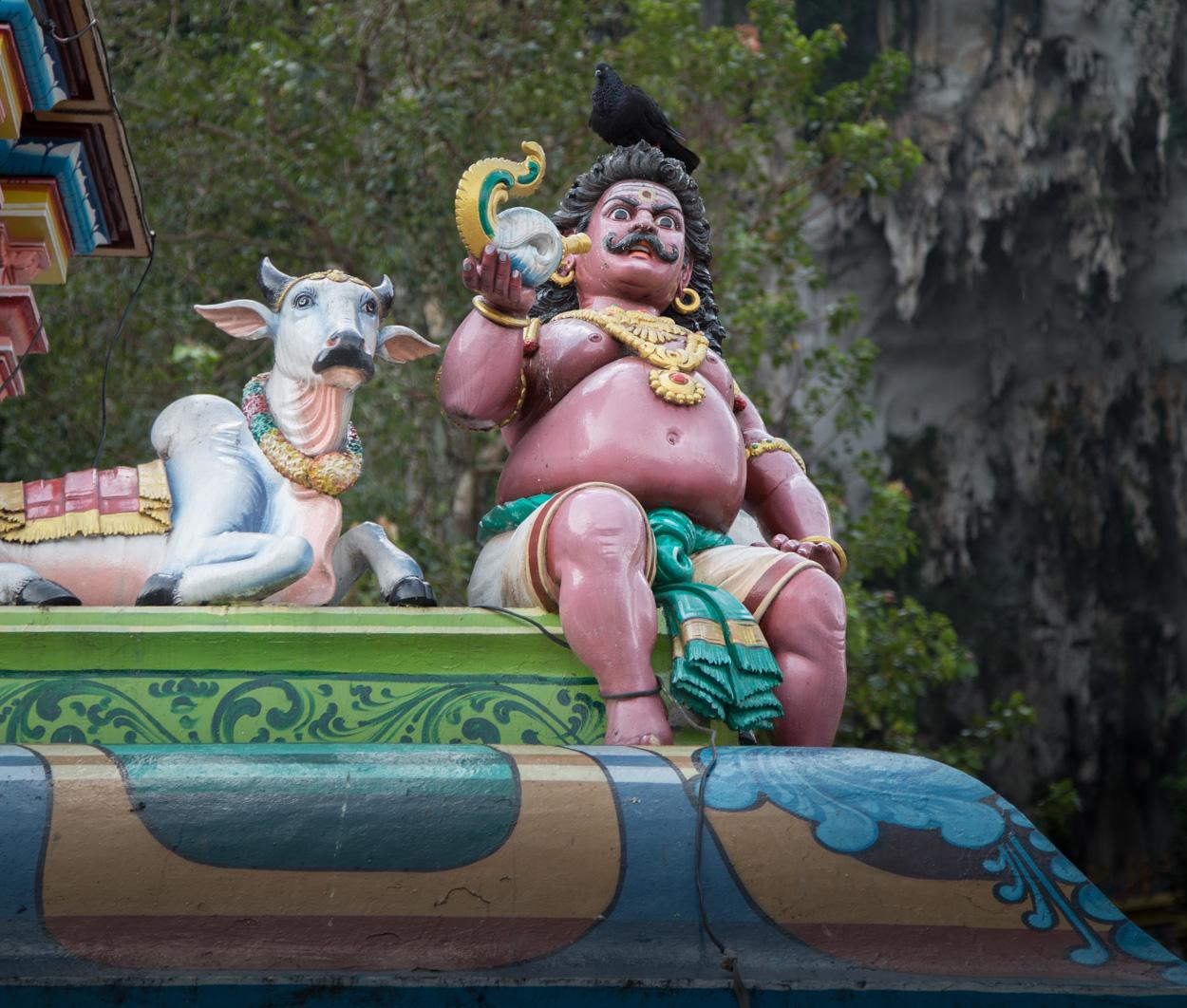 Statue à L'entrée Des Grottes De Batu