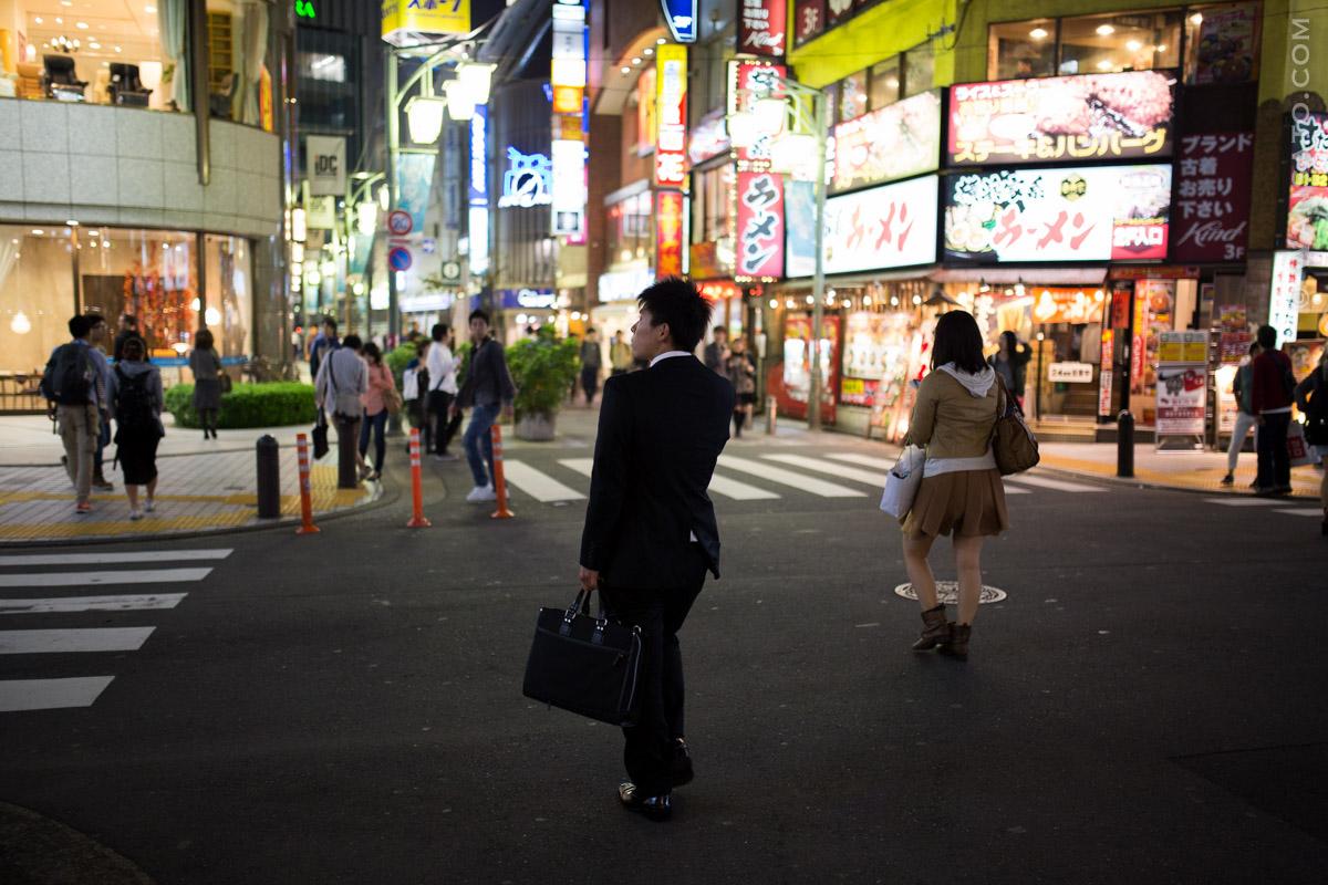 Japon - Le Salaryman Dans Les Rues De Tokyo