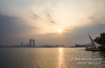 Chine - Le Lac Shihu Et La Ville De Suzhou