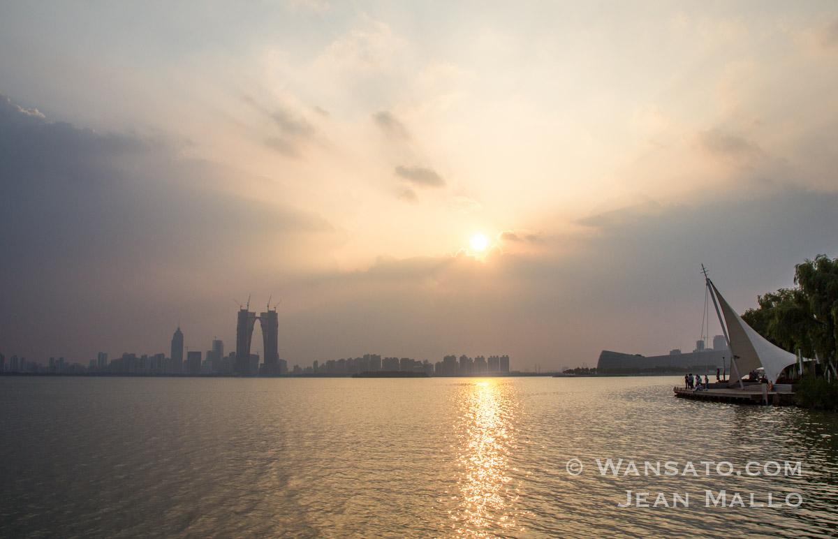 Chine – Promenade Aux Abords Du Lac Shihu à Suzhou