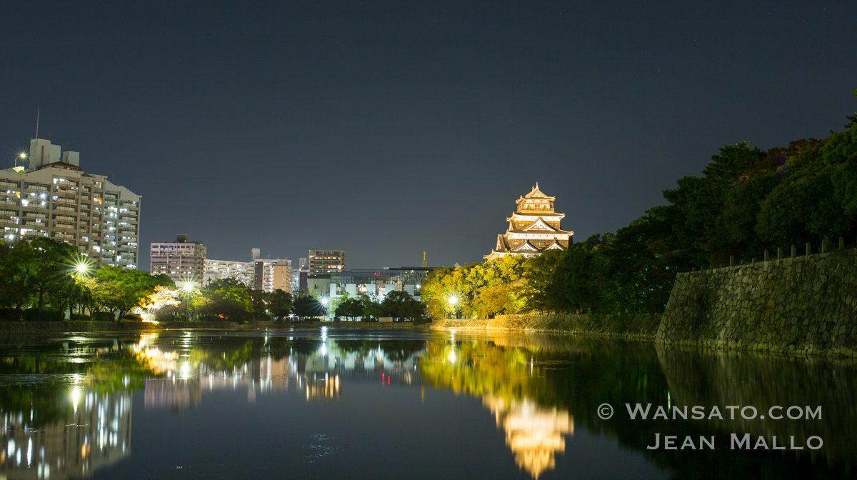 Japon - Le Château D'Hiroshima De Nuit