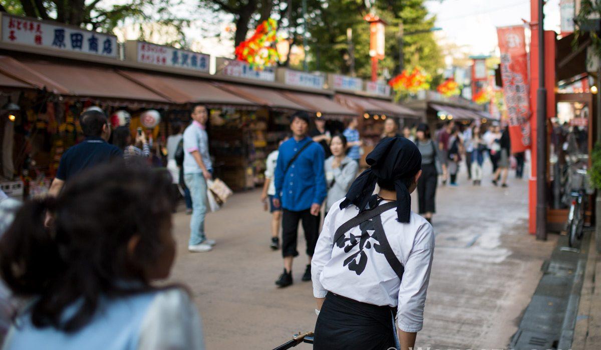 Japon - Un Rickshaw Près Du Temple Senso-ji