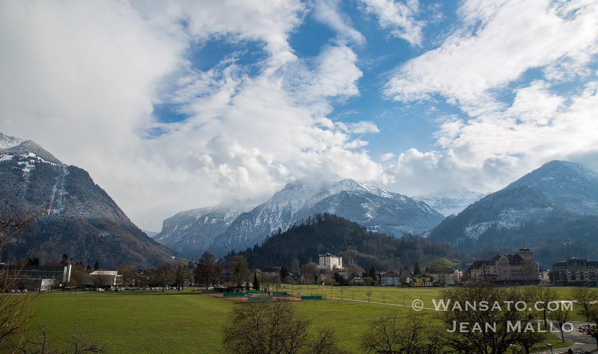 Suisse - Au Pied Des Montages à Interlaken
