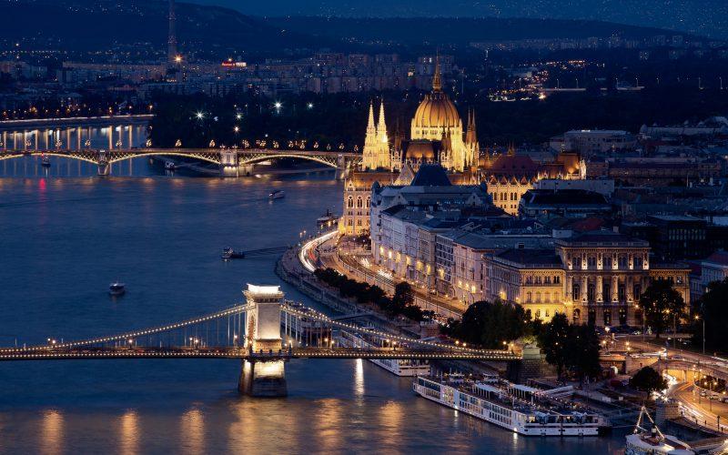 Slider - Le Parlement De Budapest
