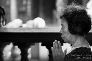 Portfolio - Femme Priant Dans Le Temple De Longshan